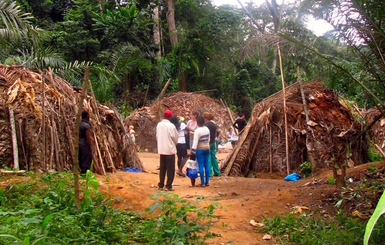 pueblo pigmeo baka