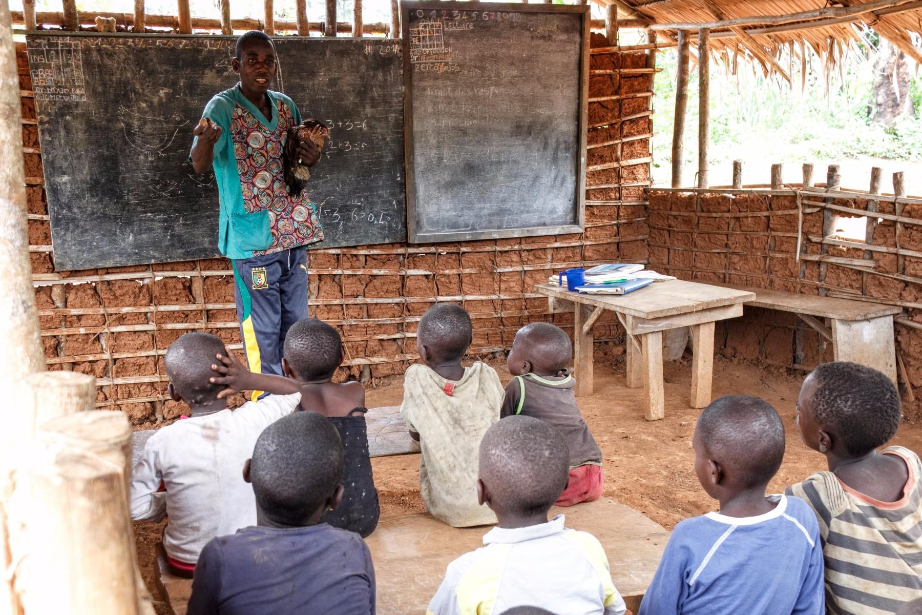 alumnos pigmeos baka camerun