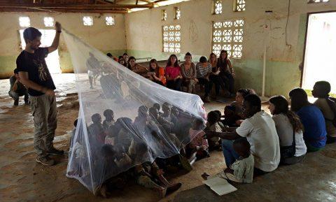 Sensibilización contra la malaria en Camerún